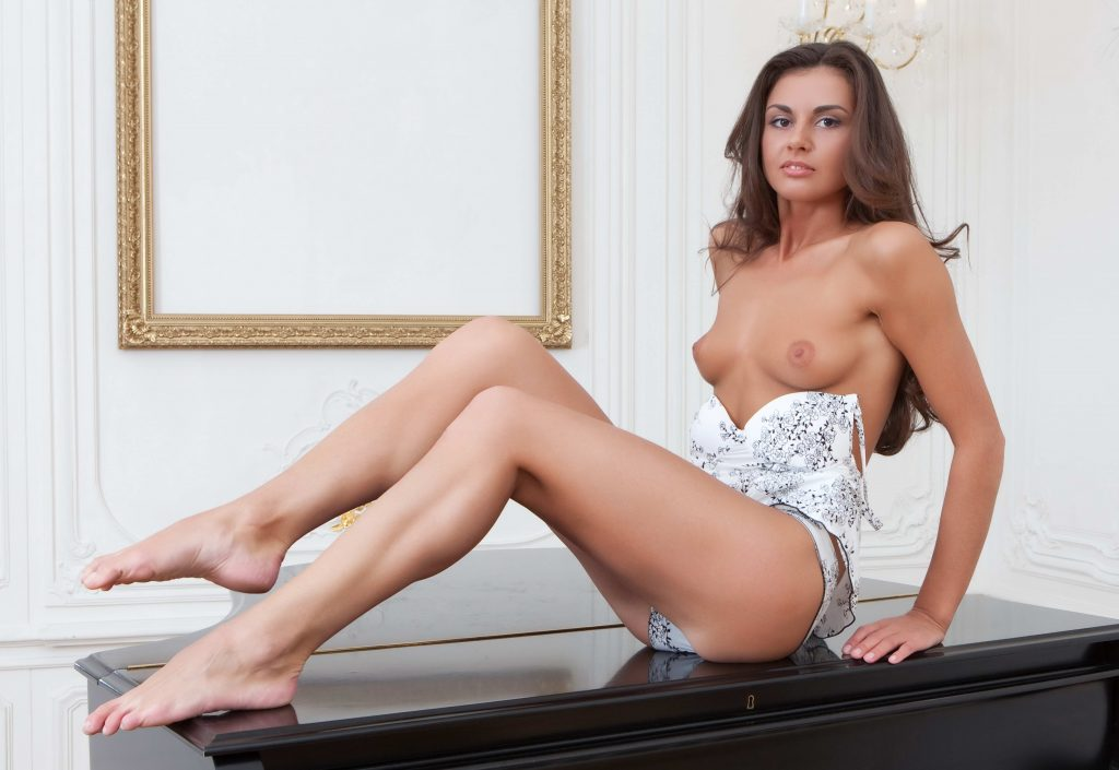 London Escorts - Tall Brunette